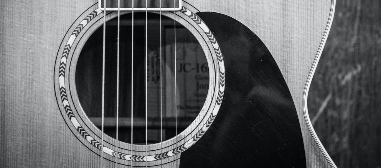 Black and white photo of a guitar